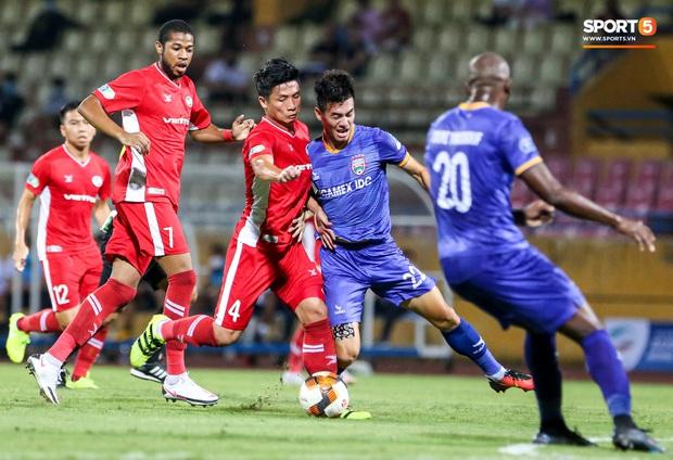 Đồng đội ghi 3 bàn trong 6 phút, Quế Ngọc Hải ăn mừng theo kiểu đấu võ - Ảnh 5.