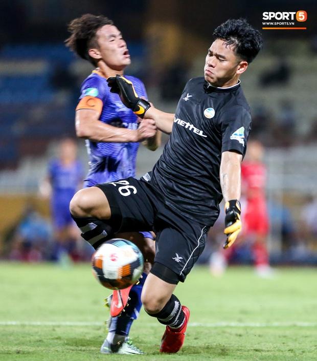 Đồng đội ghi 3 bàn trong 6 phút, Quế Ngọc Hải ăn mừng theo kiểu đấu võ - Ảnh 7.