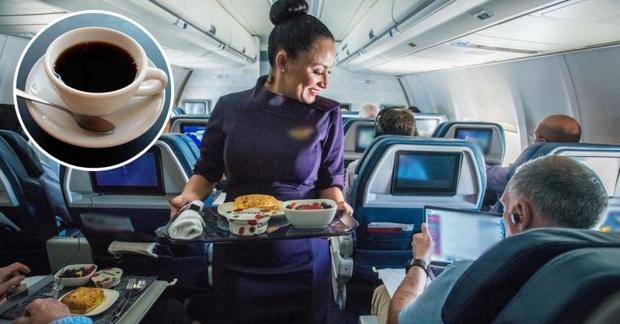 """Trà và cà phê trên máy bay không """"sạch"""" như chúng ta tưởng: Sự thật là gì? - Ảnh 1."""