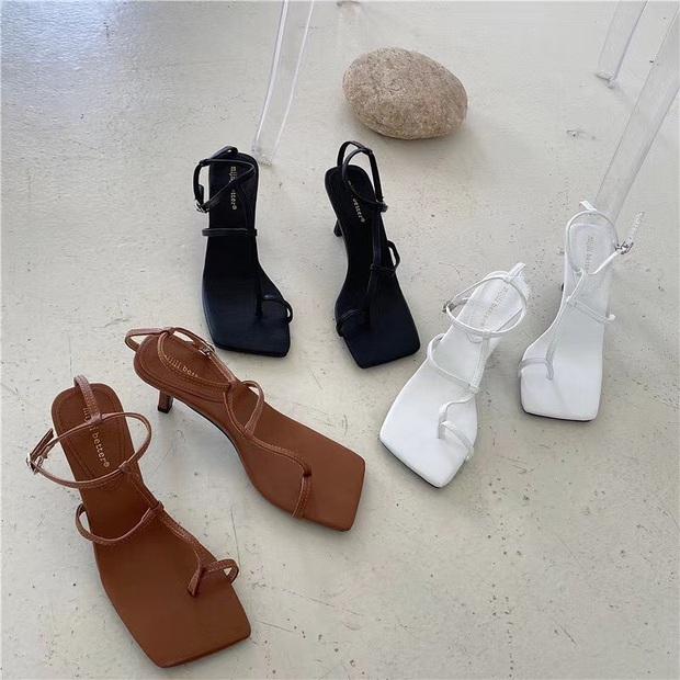 Khéo chọn sandal quai mảnh, Ngọc Trinh phô diễn triệt để lợi thế chân dài khi đọ dáng với cô em sexy Chi Pu  - Ảnh 5.