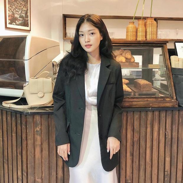 Gặp phải quốc bảo nhan sắc Kim Hee Sun thì có là Seo Ye Ji hay Irene đều phải chịu thua khi đụng hàng - Ảnh 16.