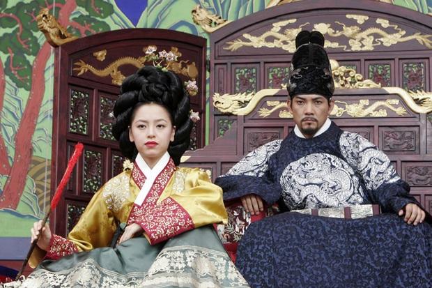 Huyền thoại King and the Clown sau 15 năm: Lee Jun Ki vẫn ở đỉnh cao nhan sắc, nam phụ thăng hạng ông hoàng phòng vé - Ảnh 14.