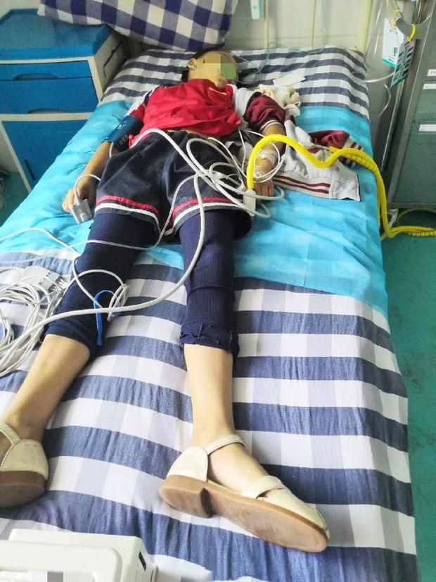 Làm sai 2 bài toán, em bé 10 tuổi bị giáo viên đánh đến tử vong trước ngay trước mặt chị gái sinh đôi vào đúng ngày Nhà giáo - Ảnh 3.