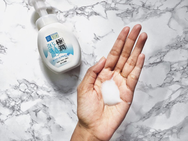 4 sữa rửa mặt Nhật - Hàn giá từ 150k được ví là đỉnh cao dưỡng ẩm, da mềm mượt láng mịn ngay sau khi làm sạch  - Ảnh 4.
