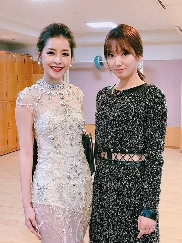Những lần Chi Pu đụng độ loạt mỹ nhân Việt - Hàn đình đám: Hội ngộ với Ngọc Trinh là gây bão, đứng bên Tiffany (SNSD) liền thua đậm - Ảnh 12.