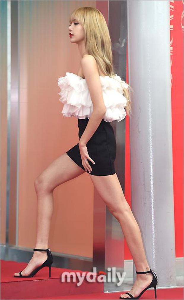 Netizen đã tìm ra lý do vì sao idol nữ không thể từ bỏ giày cao gót dù họ phải nhảy nhót và di chuyển liên tục - Ảnh 5.
