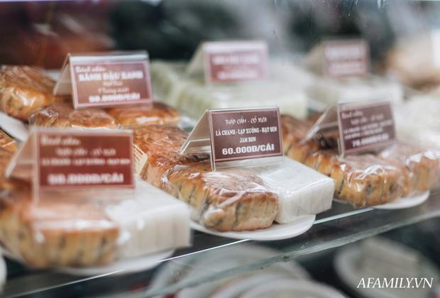 Những tiệm bánh Trung thu cổ truyền ngon nổi tiếng tại ba miền, năm nào khách mua cũng phải xếp hàng như thời bao cấp - Ảnh 2.