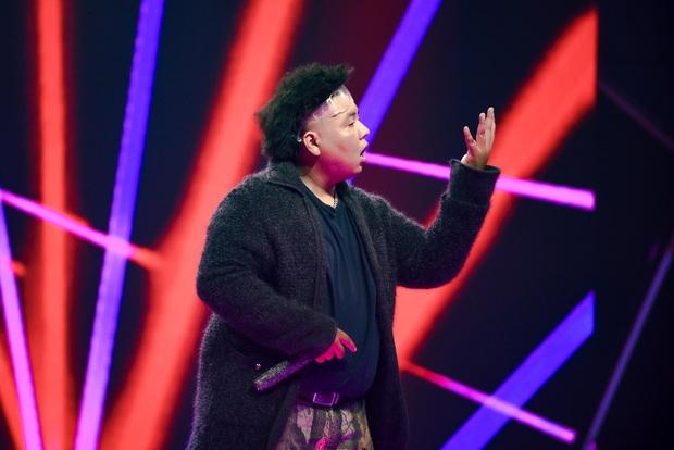 Cùng làm mới hit Đôi Mắt của Wanbi Tuấn Anh, thí sinh King Of Rap có ấn tượng hơn Rap Việt? - Ảnh 5.