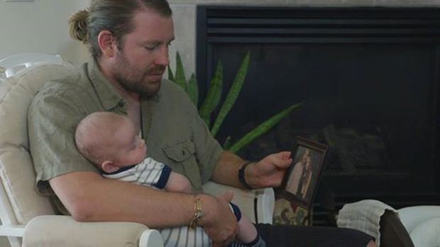 Vợ qua đời trong ca vượt cạn đầy đau đớn để lại đứa con mới sinh, chồng nghẹn lời khi phát hiện ra thứ cô giấu trong chiếc laptop - Ảnh 7.