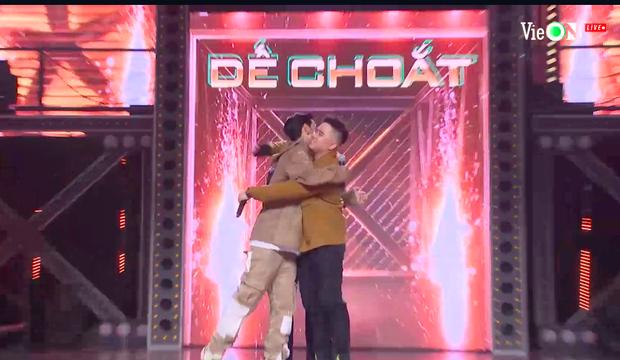 Dế Choắt đối đầu B:OKEH trên giai điệu ca khúc thiếu nhi làm xáo trộn dàn HLV và giám khảo Rap Việt - Ảnh 4.