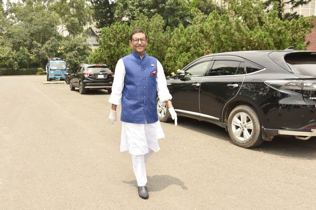 Bộ trưởng Bangladesh là người mê chụp ảnh nhất quả đất: Đăng một phát 10.575 bức ảnh, hằng ngày up chơi chơi chục tấm - Ảnh 10.