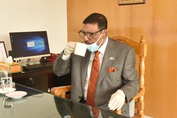 Bộ trưởng Bangladesh là người mê chụp ảnh nhất quả đất: Đăng một phát 10.575 bức ảnh, hằng ngày up chơi chơi chục tấm - Ảnh 12.