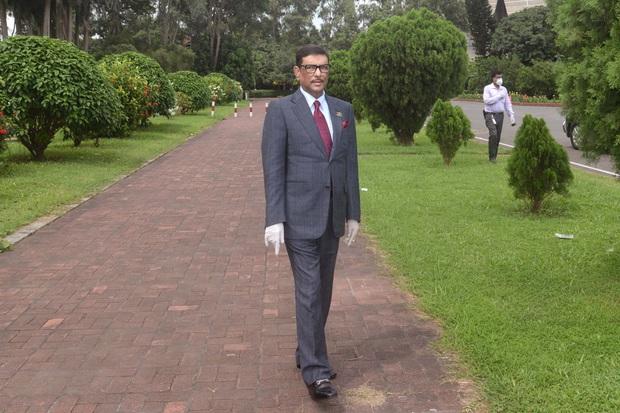 Bộ trưởng Bangladesh là người mê chụp ảnh nhất quả đất: Đăng một phát 10.575 bức ảnh, hằng ngày up chơi chơi chục tấm - Ảnh 6.