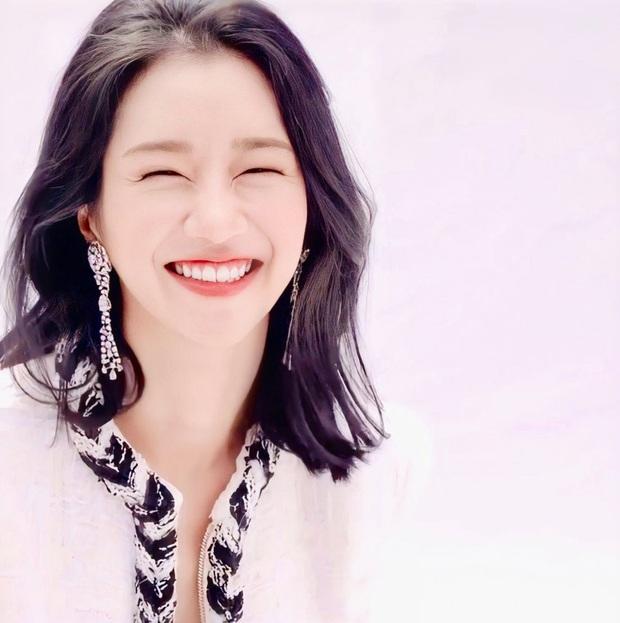 Knet phát sốt với bộ ảnh tạp chí mới của điên nữ Seo Ye Ji: Nhìn xa đã xinh, zoom gần mới càng thêm sốc - Ảnh 9.