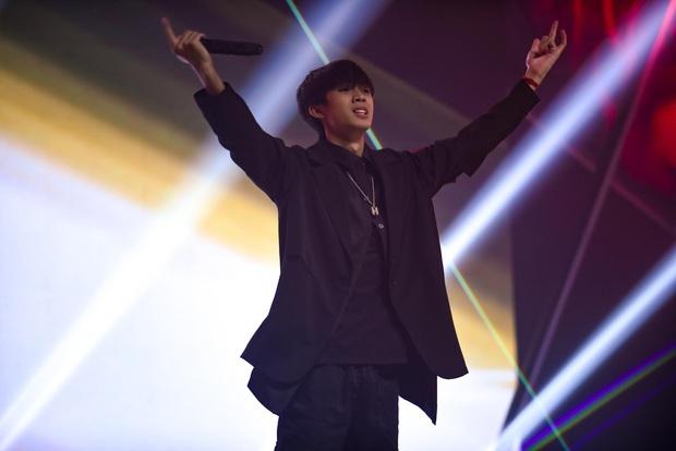 King Of Rap: Nhật Hoàng biến hoá hit Bánh Trôi Nước khó nhận ra, hạ gục đối thủ bảng A! - Ảnh 4.