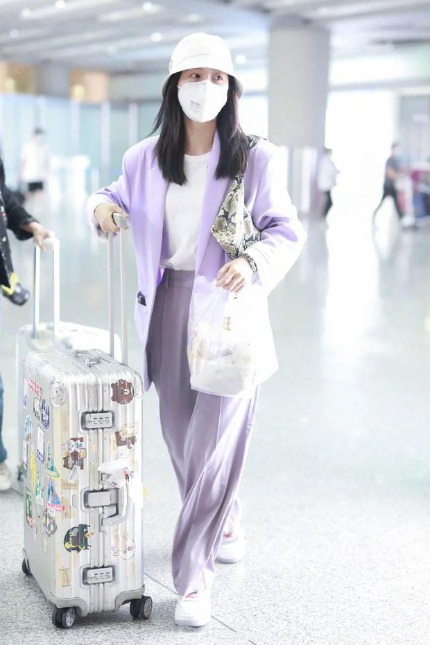Mê hoặc loạt mỹ nhân Cbiz lúc này là blazer màu tím lilac, sắm theo là được khen ăn mặc có gu - Ảnh 7.
