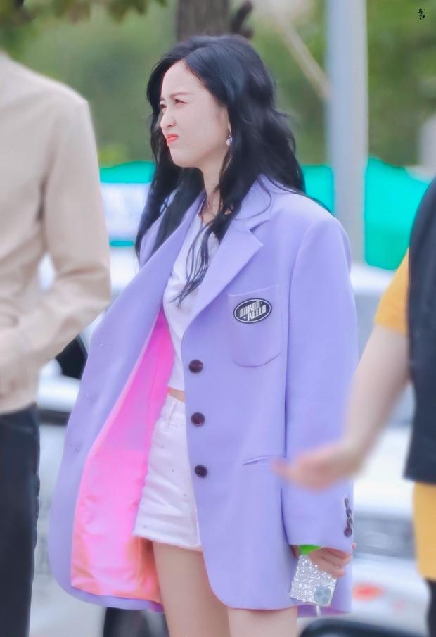 Mê hoặc loạt mỹ nhân Cbiz lúc này là blazer màu tím lilac, sắm theo là được khen ăn mặc có gu - Ảnh 4.