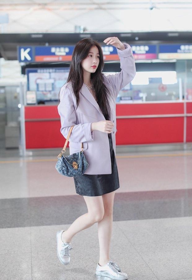Mê hoặc loạt mỹ nhân Cbiz lúc này là blazer màu tím lilac, sắm theo là được khen ăn mặc có gu - Ảnh 2.