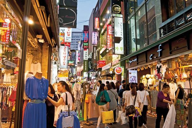 Hiện tượng shibal biyong: Khi giới trẻ Hàn Quốc vung tiền ăn chơi không lo ngày mai để thoát khỏi áp lực vì tương lai tậu nhà và xe quá xa vời - Ảnh 3.