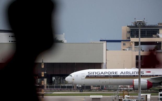 Điêu đứng vì dịch bệnh, hãng bay 5 sao vận hành dịch vụ kỳ lạ: Chở khách đến đúng điểm vừa xuất phát - Ảnh 1.