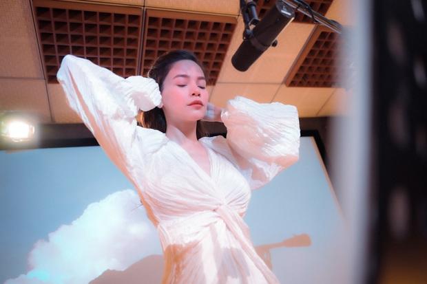 Love Songs Collection 4: Hành trình từ run rẩy, bản năng đến đằm thắm trong cách hát của Hồ Ngọc Hà - Ảnh 2.