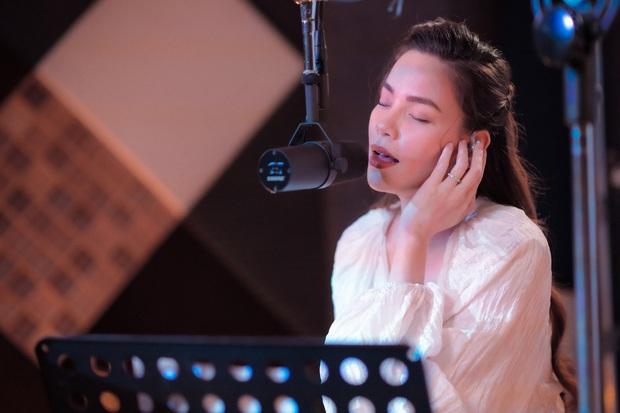 Love Songs Collection 4: Hành trình từ run rẩy, bản năng đến đằm thắm trong cách hát của Hồ Ngọc Hà - Ảnh 6.