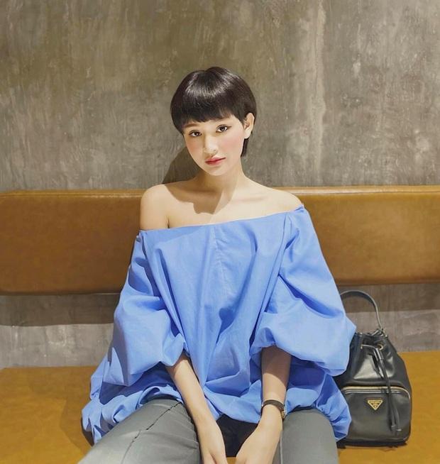 """Street style sao Việt: Ngọc Trinh vô tư diện bikini ra đường, Hương Giang """"tương"""" lại đôi giày cà kheo tai tiếng - Ảnh 4."""