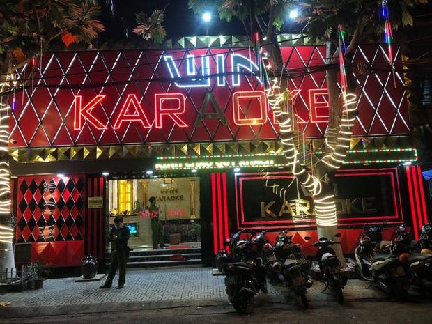 Phát hiện 33 dân chơi dương tính với chất ma tuý ở 2 quán karaoke tại Sài Gòn - Ảnh 3.