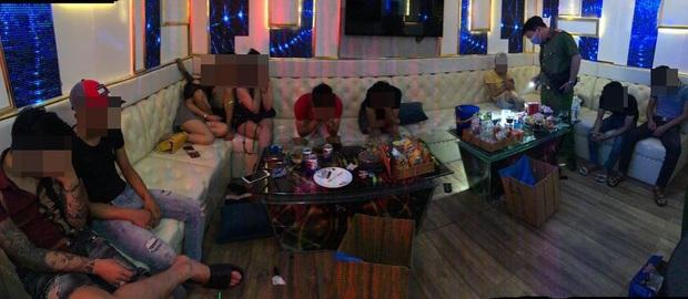 Phát hiện 33 dân chơi dương tính với chất ma tuý ở 2 quán karaoke tại Sài Gòn - Ảnh 2.