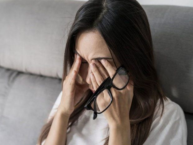 Người thường xuyên thức khuya dễ gặp phải 4 hiện tượng xấu trên mặt, không sửa ngay sẽ làm cơ thể sinh ra nhiều thứ bệnh - Ảnh 2.