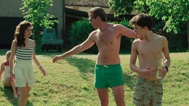 """5 cách """"chữa sạn"""" hài hước của phim Hollywood: Xoá chỗ kín của nam thần Call Me By Your Name bằng kỹ xảo, ghê chưa! - Ảnh 12."""