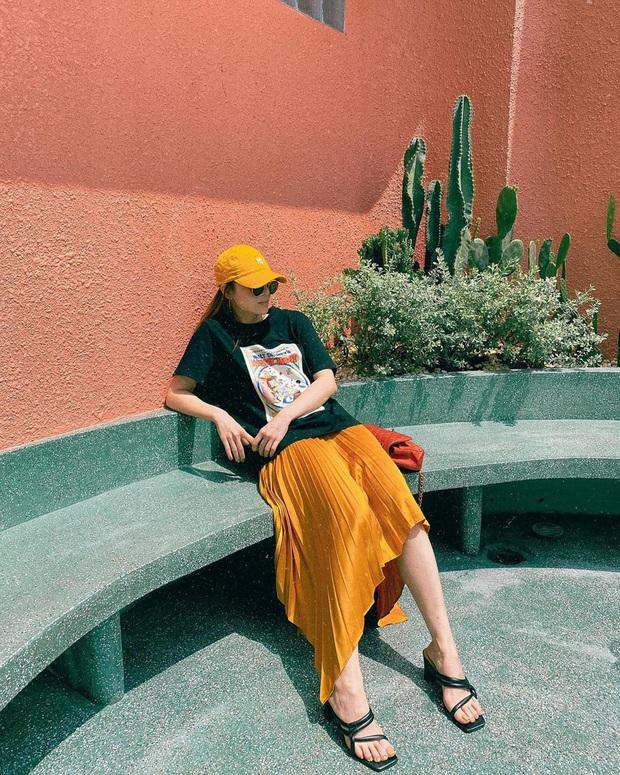 """Street style sao Việt: Ngọc Trinh vô tư diện bikini ra đường, Hương Giang """"tương"""" lại đôi giày cà kheo tai tiếng - Ảnh 5."""