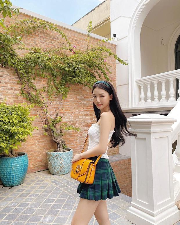 """Street style sao Việt: Ngọc Trinh vô tư diện bikini ra đường, Hương Giang """"tương"""" lại đôi giày cà kheo tai tiếng - Ảnh 13."""