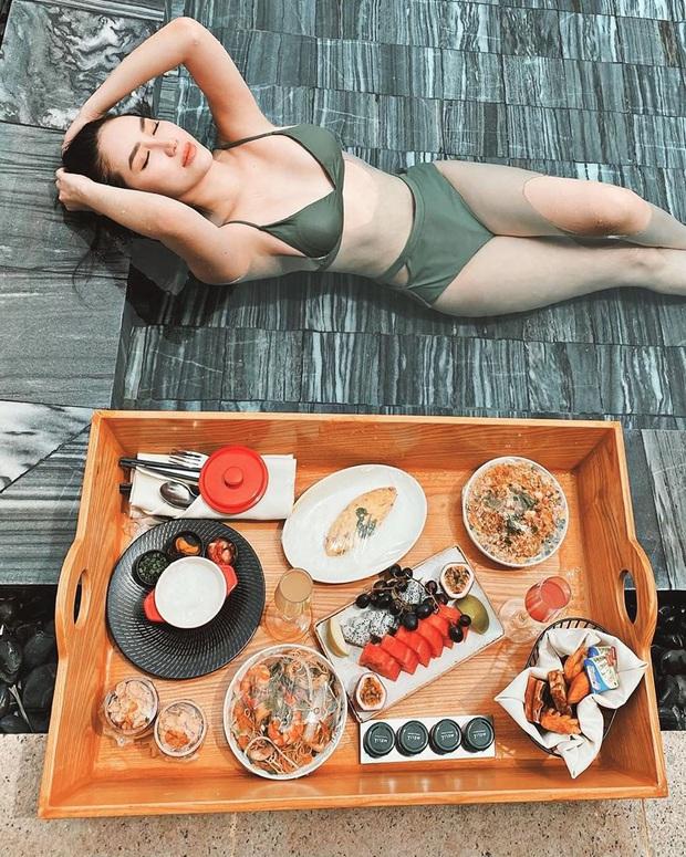 Đừng hỏi Thuỷ Tiên ủa sao chị mặc đồ bikini đi ăn sáng nữa, đó là cả một trào lưu check-in nổi rần rần đó! - Ảnh 5.