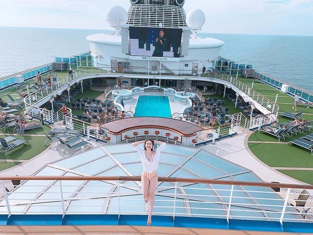 Sơn Tùng và dàn sao Vbiz rần rần check-in du thuyền, giới trẻ cũng hưởng ứng trào lưu du lịch sang chảnh này! - Ảnh 12.