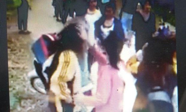 Công an vào cuộc vụ 4 nữ sinh Lạng Sơn đánh nhau - Ảnh 1.