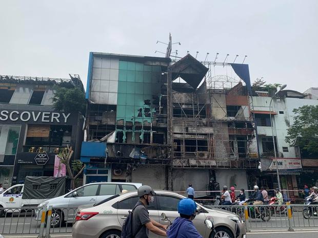TP.HCM: Chi nhánh ngân hàng Eximbank cùng nhà dân bên cạnh cháy dữ dội lúc rạng sáng - Ảnh 2.