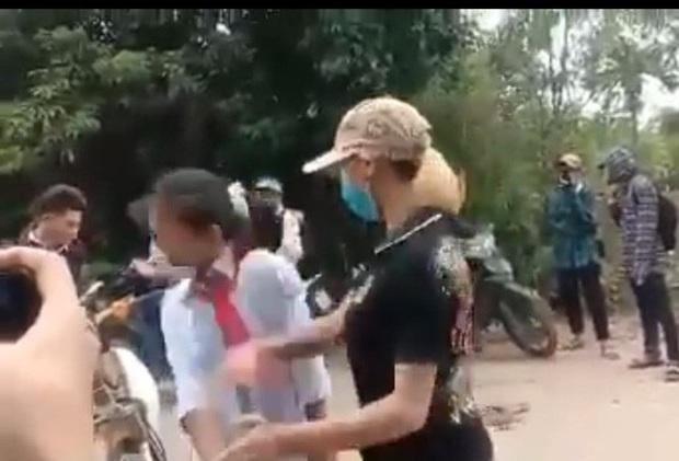 Nữ sinh lớp 7 bị đàn chị xưng là Thảo đại bàngchặn đánh trên đường đi học về - Ảnh 1.
