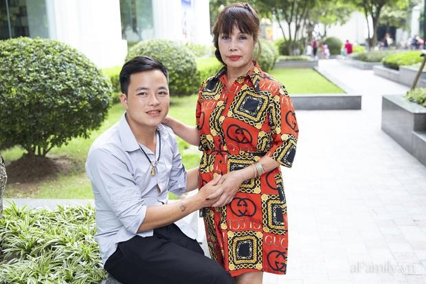 Cô dâu 62 tuổi ở Cao Bằng lần đầu công khai khuôn mặt bị chê méo thậm tệ sau thẩm mỹ, tiết lộ những tổn thương phía sau hàng trăm lời đồn suốt 2 năm bất ngờ nổi tiếng - Ảnh 3.