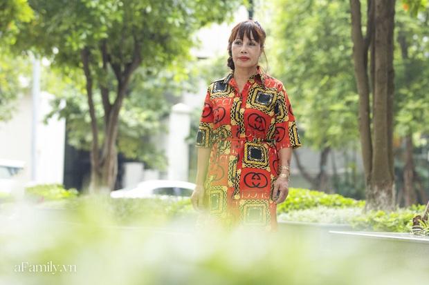 Cô dâu 62 tuổi ở Cao Bằng lần đầu công khai khuôn mặt bị chê méo thậm tệ sau thẩm mỹ, tiết lộ những tổn thương phía sau hàng trăm lời đồn suốt 2 năm bất ngờ nổi tiếng - Ảnh 4.