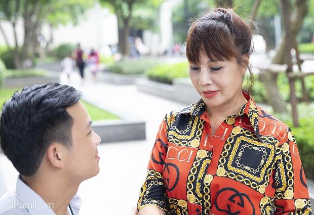 Cô dâu 62 tuổi ở Cao Bằng lần đầu công khai khuôn mặt bị chê méo thậm tệ sau thẩm mỹ, tiết lộ những tổn thương phía sau hàng trăm lời đồn suốt 2 năm bất ngờ nổi tiếng - Ảnh 5.