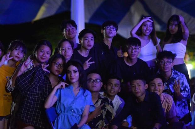 Cô giáo Tây ở Hà Nội sốt xình xịch MXH vì đẹp như minh tinh: 22 tuổi, mê BTS, yêu và muốn gắn bó với Việt Nam - Ảnh 6.