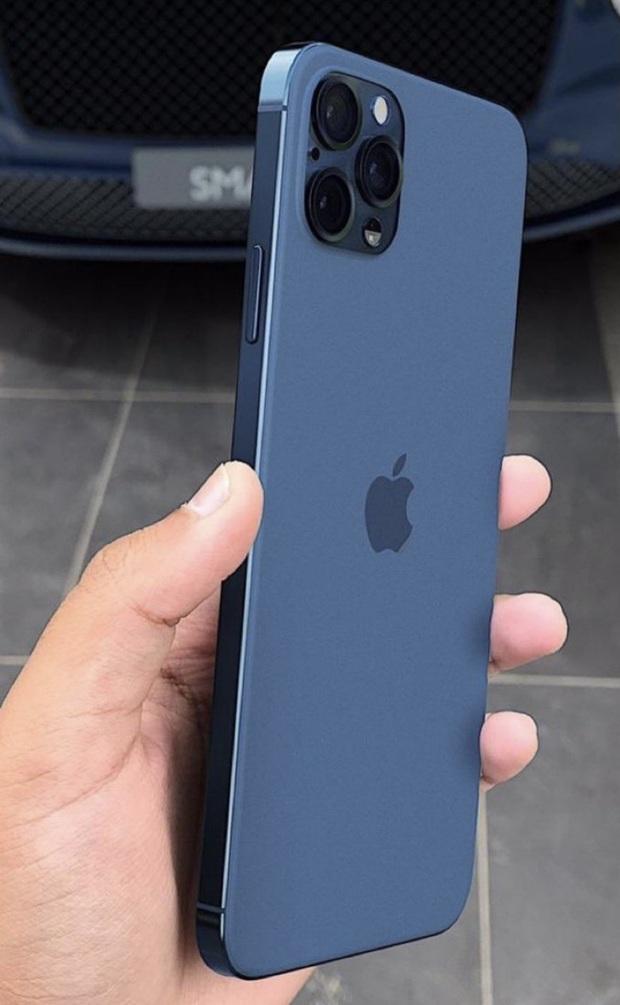 Rò rỉ hình ảnh iPhone 12 Pro Max màu xanh navy, có gì đặc biệt? - Ảnh 1.