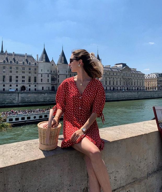 Cứ Thu đến các cô gái Pháp lại diện váy hoa, mặc vừa xinh lại còn siêu thanh lịch - Ảnh 2.