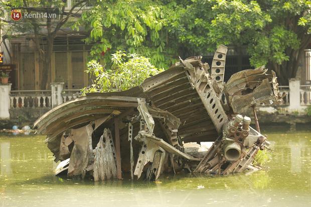 Ảnh: Cận cảnh chiếc máy bay B52 bị bắn rơi, nằm giữa lòng hồ ở Hà Nội suốt 48 năm - Ảnh 4.