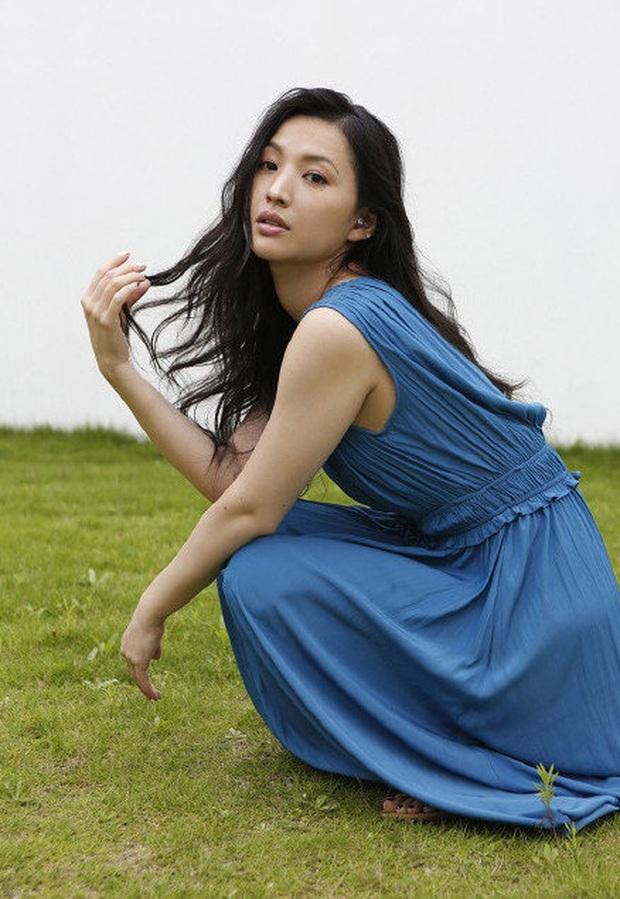 Cảnh sát xác nhận mỹ nhân Ashina Sei treo cổ tự vẫn tại nhà riêng, tiếng gào khóc và lời chia sẻ của anh trai gây xôn xao - Ảnh 3.