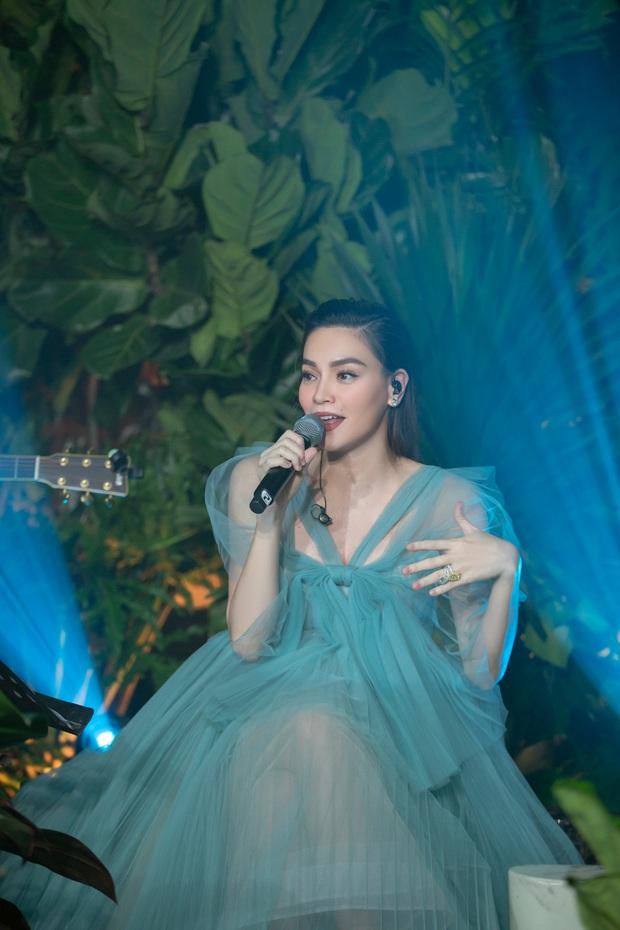 Sắp đến ngày vỡ chum mà mẹ bầu Vbiz hăng quá: Hồ Ngọc Hà làm show riêng, Đông Nhi vẫn đi hát, Thu Thủy ra MV như thường - Ảnh 5.