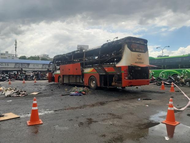 TP.HCM: Xe khách đậu trong bến xe Miền Đông bốc cháy ngùn ngụt - Ảnh 2.