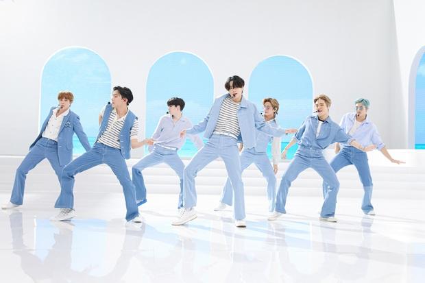 Bất chấp việc lượng tiêu thụ gấp 8 lần Cardi B, Dynamite của BTS tụt nhẹ trên Billboard Hot 100, lí do liên quan đến YouTube? - Ảnh 3.