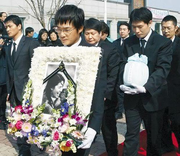 Đời bi kịch loạt nữ hoàng hở bạo Hàn Quốc: 2 vụ tự tử chấn động, minh tinh Lee Tae Im phải giải nghệ vì chồng đại gia vào tù - Ảnh 9.
